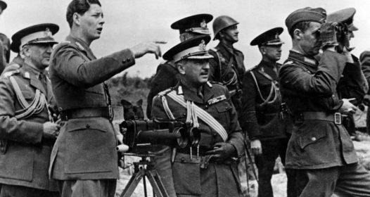 Regele Mihai cu militari români în Crimeea,